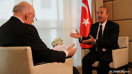 Turkish Foreign Minister, Mevlut Cavusoglu, meets Tim Sebastian on DW's political interview show Conflict Zone. (DW/M.Martin )