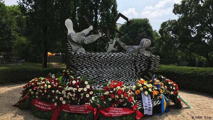 Kurbanlar anısına yapılan anıt