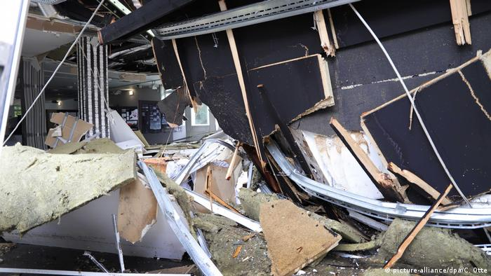 University roof collapses in Wuppertal (picture-alliance/dpa/C. Otte)