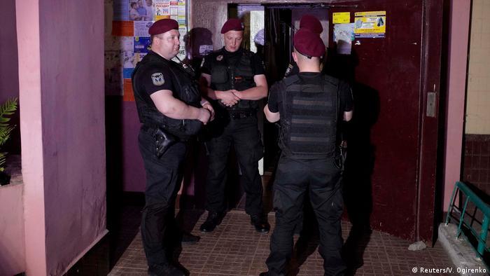 Ukraine Kiew Polizei vor dem Haus des ermordeten Journalisten Arkady Babchenko (Reuters/V. Ogirenko)