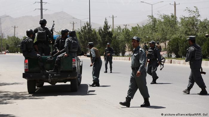 Attacke auf afghanisches Innenministerium in Kabul (picture-alliance/dpa/AP/R. Gul)