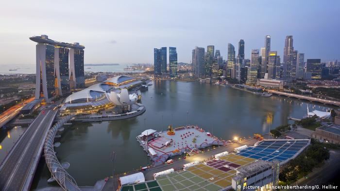 Singapore view (picture-alliance/robertharding/G. Hellier)