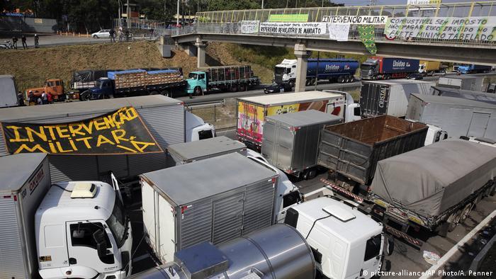 Greve dos caminhoneiros no Brasil na BR-116, maio de 2018
