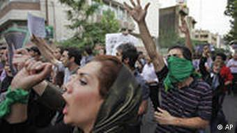 Supporters of reformist presidential candidate Mir Hossein Mousavi