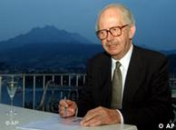 Archivbild vom 5. Sept. 2005 zeigt den deutsch-britischen Soziologen und Politiker Lord Ralf Dahrendorf im Rahmen des Lucerne Festivals in Luzern. Dahrendorf ist am Mittwoch im Alter von 80 Jahren gestorben. (AP Photo/Keystone, Sigi Tischler)