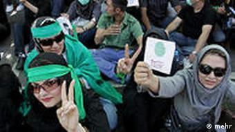 طرفداران میر حسین موسوی روز چهارشنبه تجمع اعتراضآمیزی را در سکوت در تهران برگزار کردند