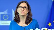 11.05.2018 ARCHIV - 11.05.2015, Belgien, Brüssel EU-Handelskommissarin Cecilia Malmström spricht bei einer Pressekonferenz. US-Handelsminister Ross und Malmström haben sich nach Angaben des US-Ministeriums zum Streit über US-Einfuhrzölle auf Stahl und Aluminium ausgetauscht. Foto: Stephanie Lecocq/EPA/dpa +++(c) dpa - Bildfunk+++  