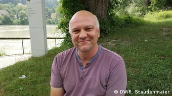 Wolfgang Gonsch, a librarian at the University of Passau, speaks with DW