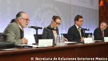Mexikanischer Schriftsteller Sealtiel Alatriste (links). Miguel Ruiz Cabañas, stellvertretender Minister für multilaterale Angelegenheiten und Menschenrechte Mexiko (rechte Seite). Charta zu Rechten und Pflichten der Personen Auswärtiges Amt Mexiko. Mexiko Stadt. Februar 2018. Foto Copyright: Secretaría de Relaciones Exteriores Mexico