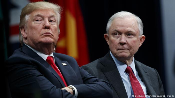 USA Donald Trump Justizminister Jeff Sessions (picture-alliance/dpa/AP/E. Vucci)