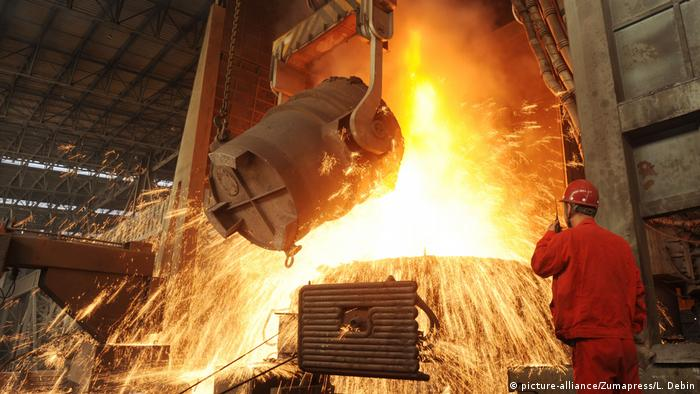 Steel production at a factory in China (picture-alliance/Zumapress/L. Debin)