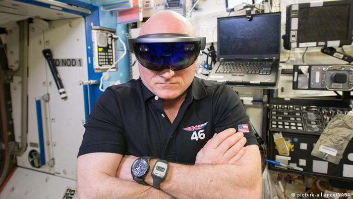 Scott Kelly testing a virtual reality headset while on board the ISS (picture-alliance/NASA)