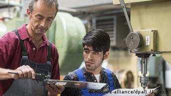 Беженец из Афганистана на предприятии в Йене