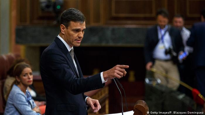 Pedro Sanchez presenting the no-confidence vote