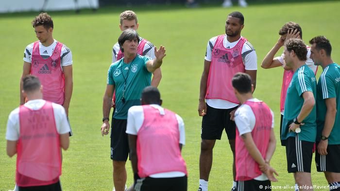 Joachim Löw has some decisions to make in the coming days(picture-alliance/dpa/Revierfoto)