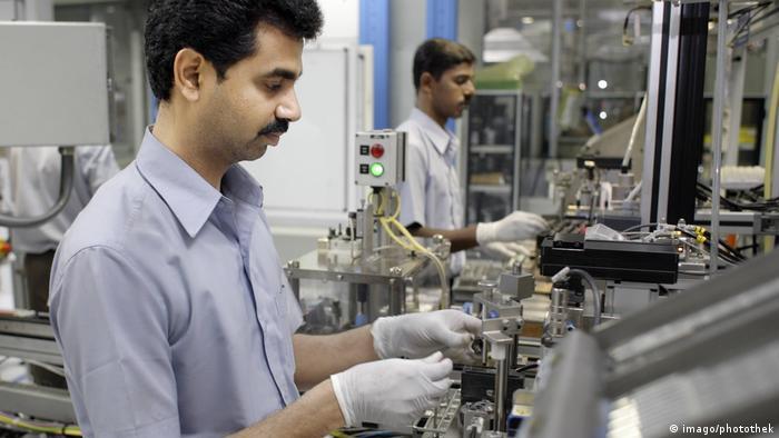 Indien Mitarbeiter der Bosch Ltd in Bangalore (Imago/Photothek)