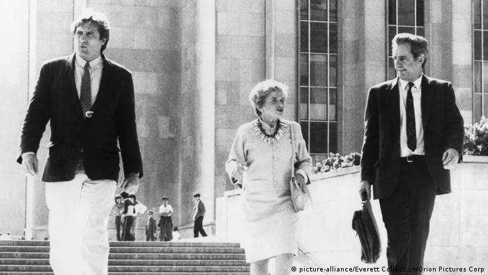Рут Вестхаймер с французскими актерами: слева - Жерар Депардье, справа - Мишель Омон, 1985 год