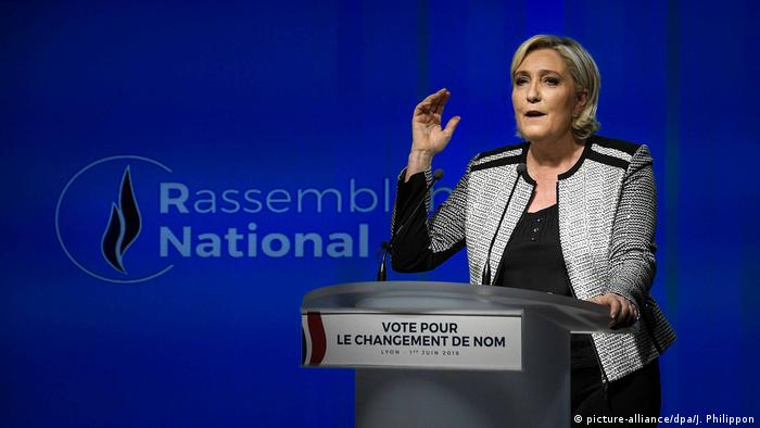 Frankreich, Paris: Marine Le Pen verkündet die Namensänderung des Front National in Rassemblement National (picture-alliance/dpa/J. Philippon)
