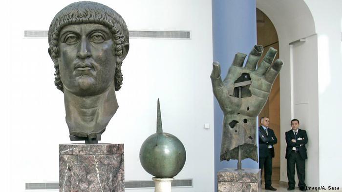 Roma'daki Capitoline Müzesindeki heykel parçaları