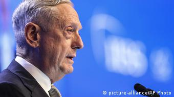 Jim Mattis in Singapor (picture-alliance/AP Photo)