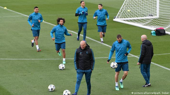 Real Madrid Trainer Zinedine Zidane (picture-alliance/dpa/A. Geber)