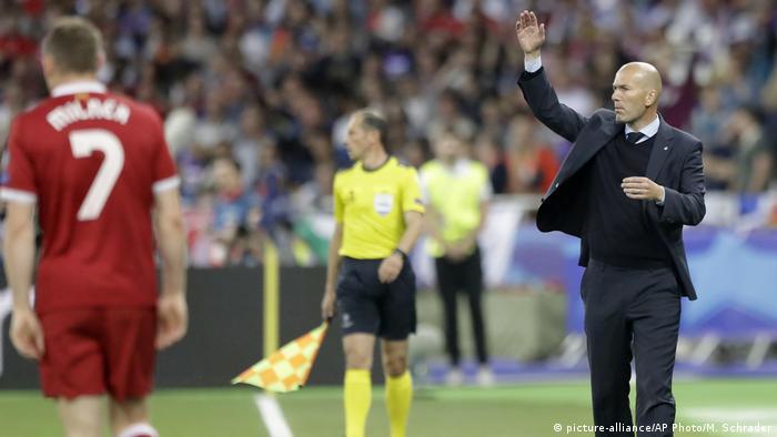 Real Madrid Trainer Zinedine Zidane (picture-alliance/AP Photo/M. Schrader)