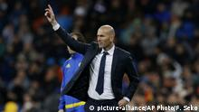 Real Madrid's new head coach Zinedine Zidane gives instructions from the side line during a Spanish La Liga soccer match between Real Madrid and Deportivo Coruna at the Santiago Bernabeu stadium in Madrid, Saturday, Jan. 9, 2016. (AP Photo/Francisco Seco) |