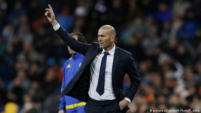 Real Madrid Trainer Zinedine Zidane (picture-alliance/AP Photo/F. Seko)