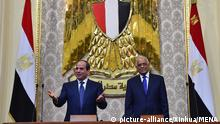 (180602) -- CAIRO, June 2, 2018 (Xinhua) -- Egyptian President Abdel Fattah al-Sisi (L) reacts during his swearing-in ceremony in Cairo, Egypt on June 2, 2018. President Abdel Fattah al-Sisi was sworn in on Saturday as the President of Egypt for a second term until 2022, state-run Nile TV reported. (Xinhua/MENA)(rh) | Keine Weitergabe an Wiederverkäufer.