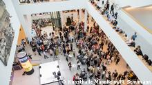 Blick in das Atrium des Neubaus am Grand Opening Foto: Kunsthalle Mannheim/ Maria Schumann