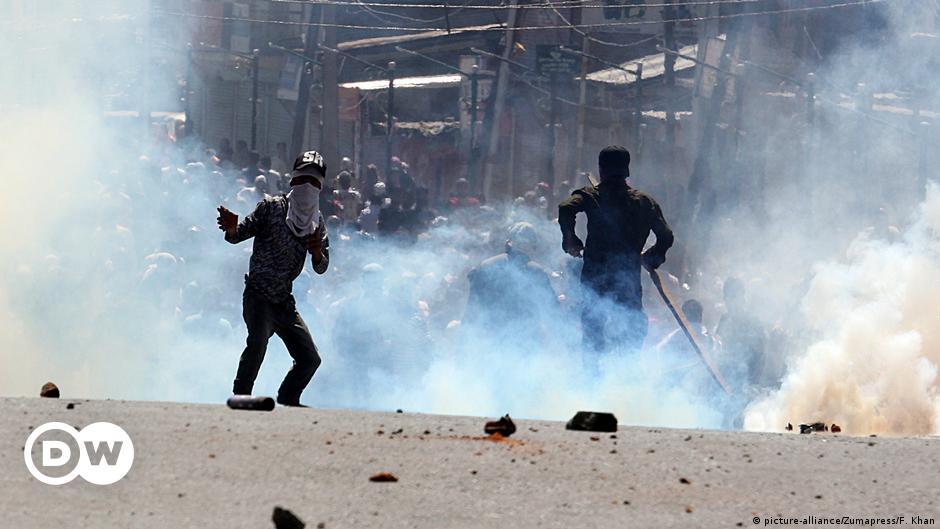 Kashmir: Indian police tighten curbs on media coverage of gun battles