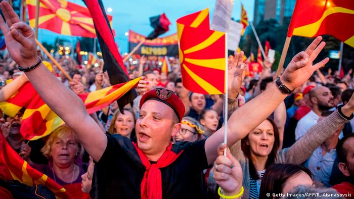 Tisuće Makedonaca su 2. lipnja prosvjedovale u Skopju protiv promjene imena svoje države.