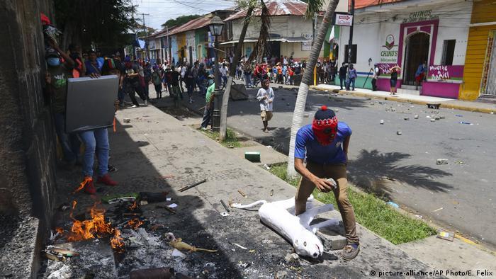 Nicaragua Masaya gewaltsame Proteste (picture-alliance/AP Photo/E. Felix)