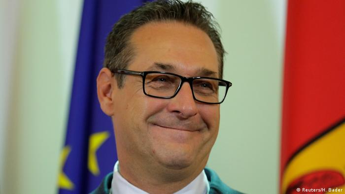 Smiling Heinz-Christian Strache addresses reporters in Vienna (Reuters/H. Bader)