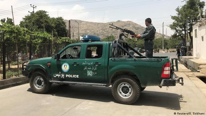 Kabul Polizei sichert Anschlagsort