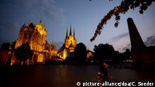 03.06.2018, Erfurt, Thüringen: Der Erfurter Dom in der Dämmerung. Foto: Christoph Soeder/dpa +++(c) dpa - Bildfunk+++ | Verwendung weltweit