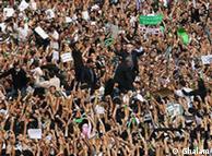 موسوی در میان راهپیمایان روز پنجشنبه