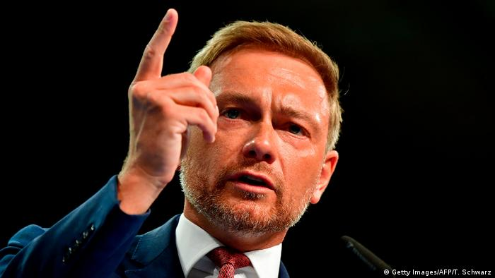 Christian Lindner points while speaking (Getty Images/AFP/T. Schwarz)