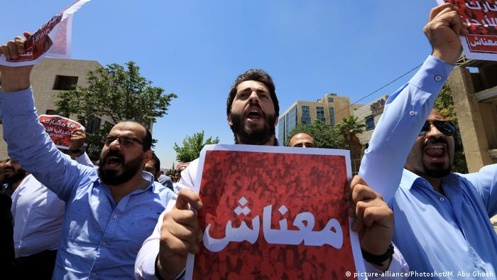 Jordanians protest against government's income tax draft law