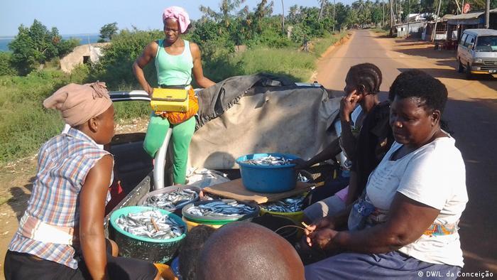Mosambik Inhambane Fischerinnen (DW/L. da Conceição)