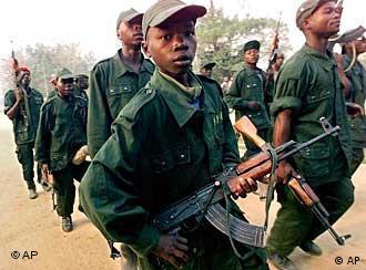 Kindersoldat im Kongo (Foto: AP Photo/Karel Prinsloo)