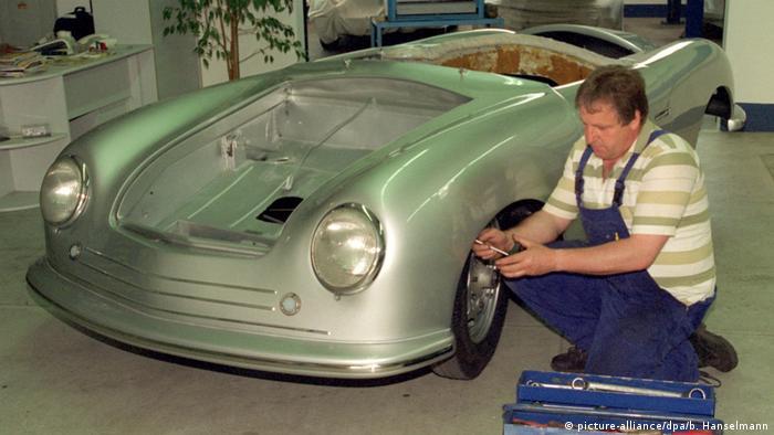 Porsche 356 sendo restaurado