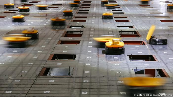 Automated guided robots sort goods in China. A McKinsey Global Institute report says China has the world's most potential for automation. (picture-alliance/dpa/Z. Cheng)