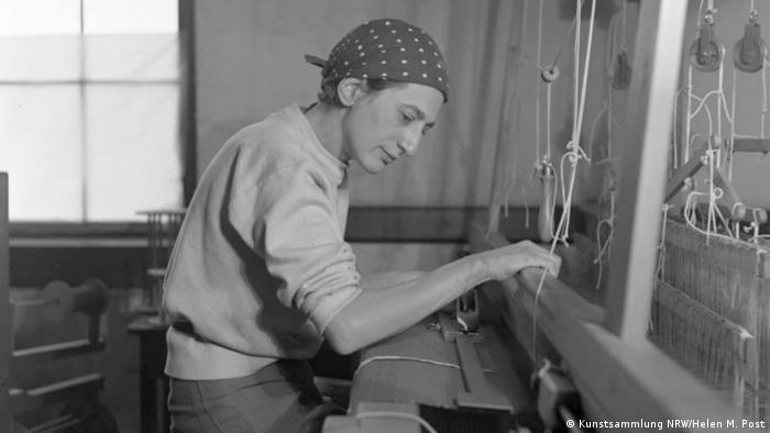 Albers sits as she works a loom (Kunstsammlung NRW/Helen M. Post)