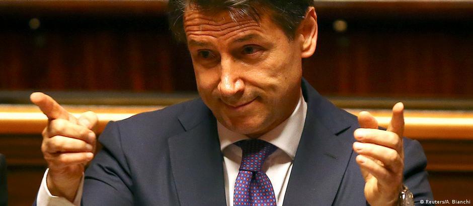 Giuseppe Conte afirmou que revisará o sistema de sanções contra a Rússia, sobretudo as que afetam a sociedade civil