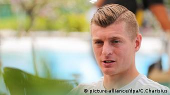 Toni Kroos beim Medientag des DFB-Teams in Eppan (picture-alliance/dpa/C.Charisius)