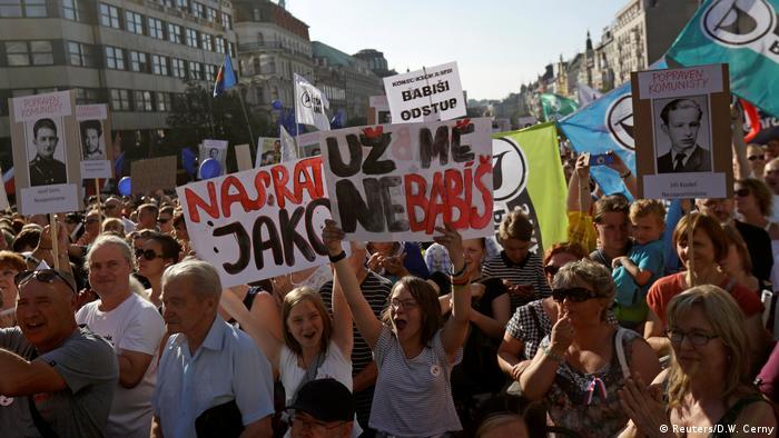 Участники демонстрации в Праге 5 июня 2018 года