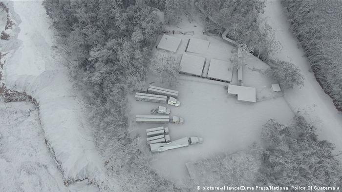 Imagem aérea de região próxima ao Vulcão de Fogo, no departamento de Escuintla, completamente coberta de cinzas