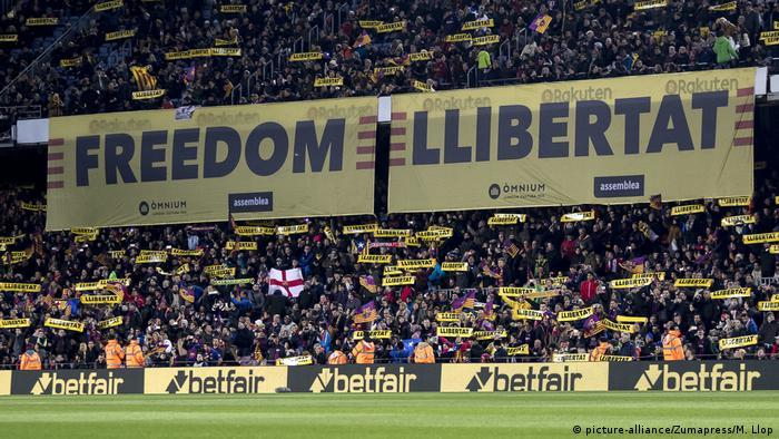 FC Barcelona fans (picture-alliance/Zumapress/M. Llop)