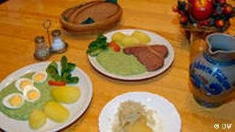 Grüne Sauce mit Kartoffeln und Handkäs mit Musik (Foto: DW)